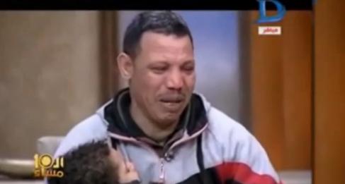 男童父親上電視哭訴冤情。(短片截圖)