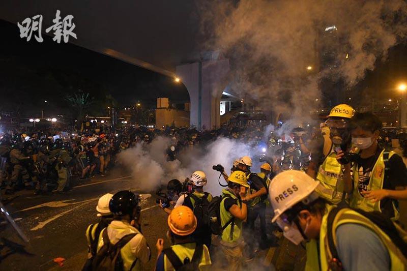 【逃犯條例.721遊行】警信德中心對開施催淚彈