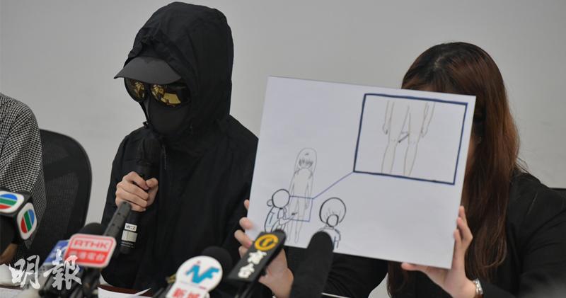 事主呂小姐表示,警員要求她裸體接受搜身期間,用筆打其兩腿之間,要求她張開雙腿。(黃志東攝)