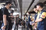 【逃犯條例・觀塘遊行・短片】港鐵認列車載警員 稱往九龍灣站處理拒離開者