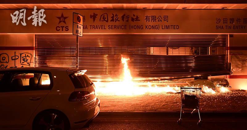 有沙田瀝源邨,一所中旅社分行遭縱火。(賴俊傑攝)