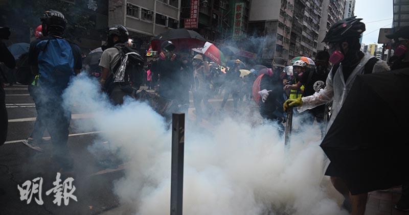 《禁蒙面法》生效第二天,網民號召今(6日)舉行全民戴口罩的反惡法和理非大遊行。(蘇智鑫攝)