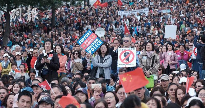 「控訴暴力集會」今(15日)在金鐘添馬公園舉行。(明報記者攝)