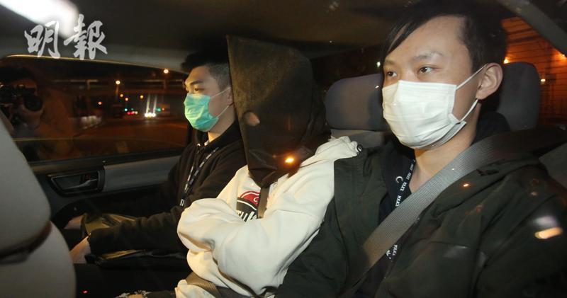 36歲女疑犯被押返警署扣查。(伍浦鋒攝)