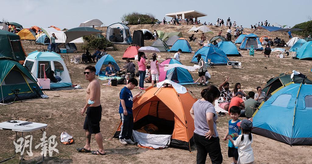 塔門有多人露營。(曾憲宗攝)