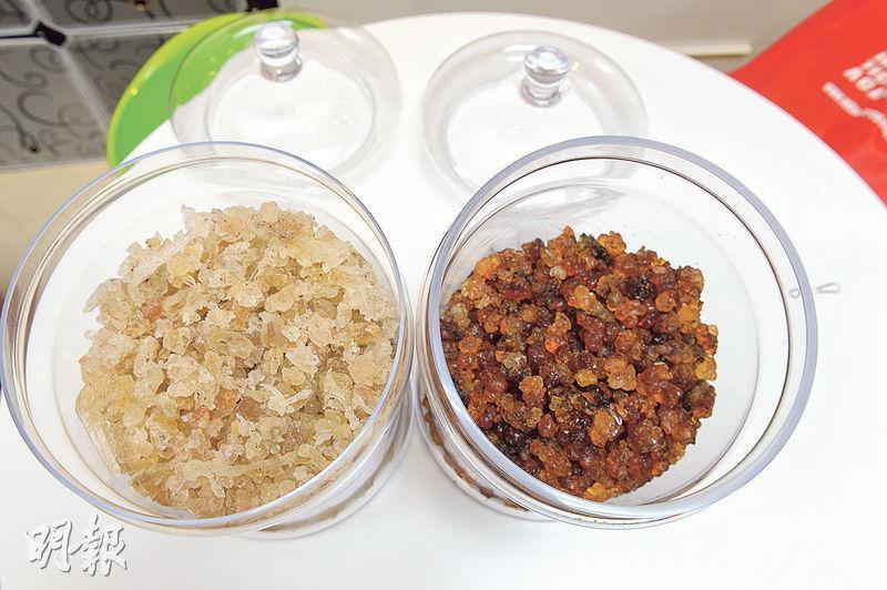「雪燕」(左)乃雪燕樹的木髓分泌物,而「桃膠」(右)則是桃樹樹幹流出的樹脂膠質。這是它們在浸泡之前的模樣。(攝影:劉焌陶)