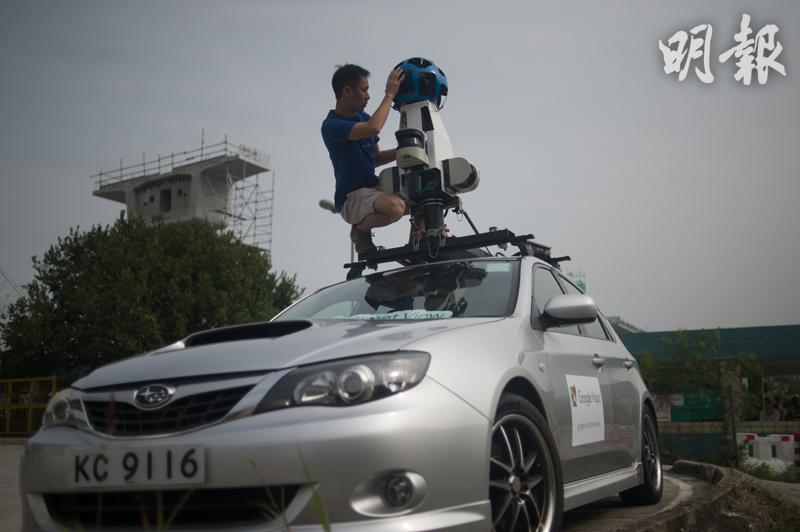 Google街景車啟用前,Raf需要爬上車頂安裝鏡頭,而本月底該車更可首次駛進南大嶼山進行拍攝,Raf就可以輕鬆一點拍攝昂平和梅窩等地方。(鄧宗弘攝)
