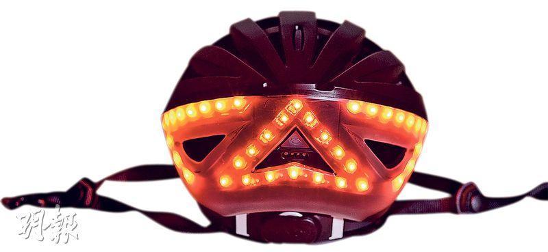 煞車指示燈——當遙控器內的動態感應器偵測到突發煞車時,頭盔後方的紅色指示燈便全部啟動。(圖﹕馮凱鍵)