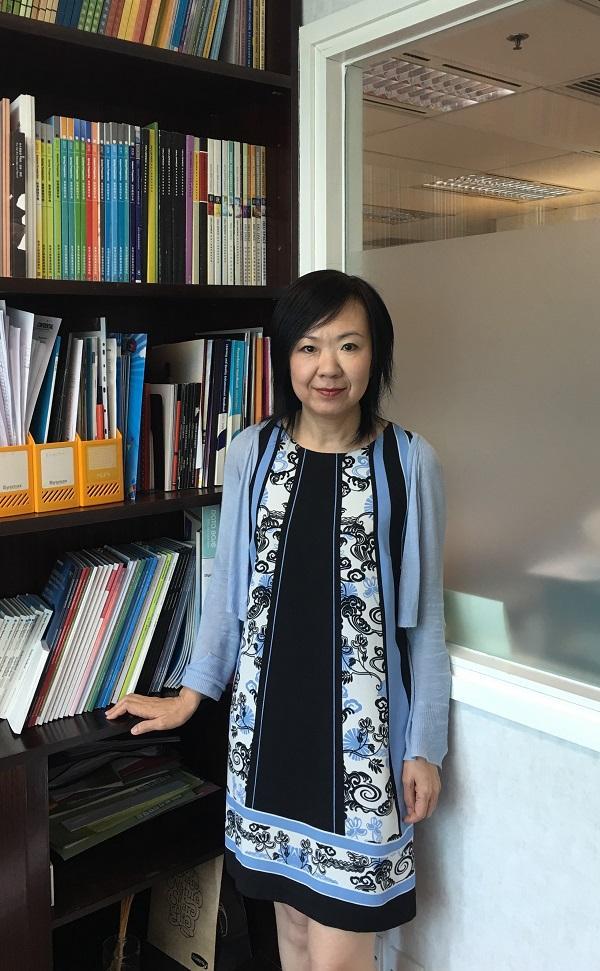 香港大學專業進修學院人文及法律學院課程主任 (藝術、設計及文化) 曾舜寧博士