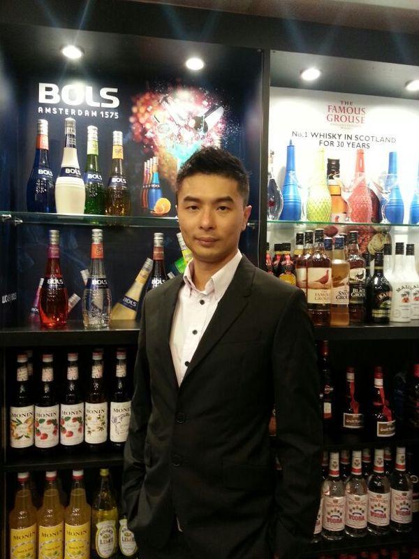 香港調酒學校校長錢雋永