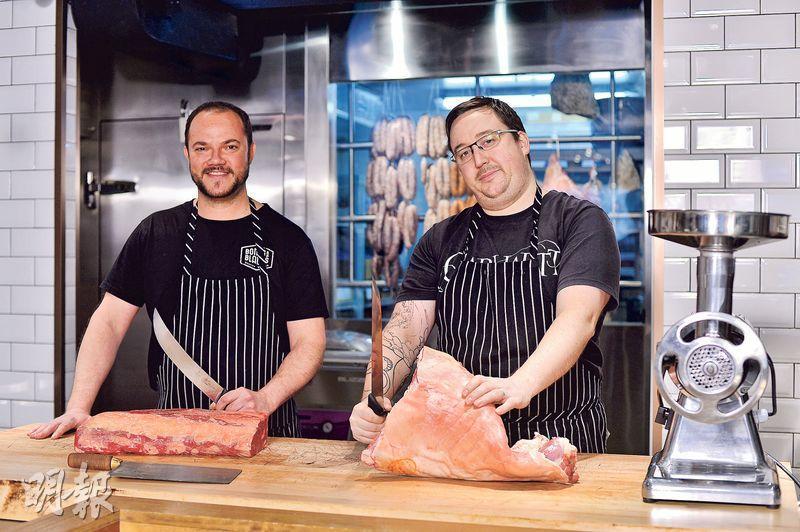 注重有機——說到買有機肉類的重要性,Bones & Blades的老闆的Andre(圖右)說:「有次我在超市買了隻雞煲湯,煲了四小時,雞骨還是硬得很,這種工業化的肉類真是不要得呢!」(圖:馮凱鍵)