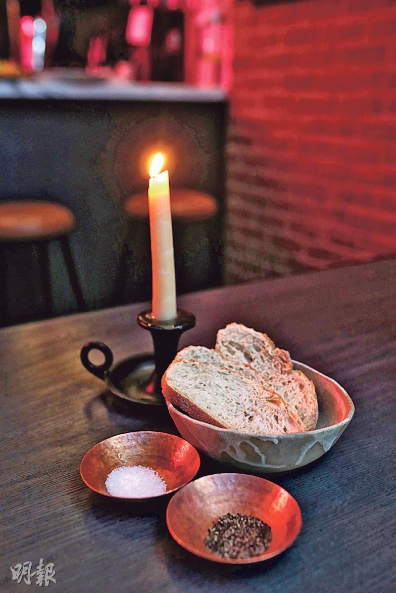 牛脂蠟燭——牛脂做的蠟燭,搞鬼得很,點燃後蘸麵包吃,牛味酥香,比一般牛油更誘人。($135/1支,B)(圖:曾憲宗)