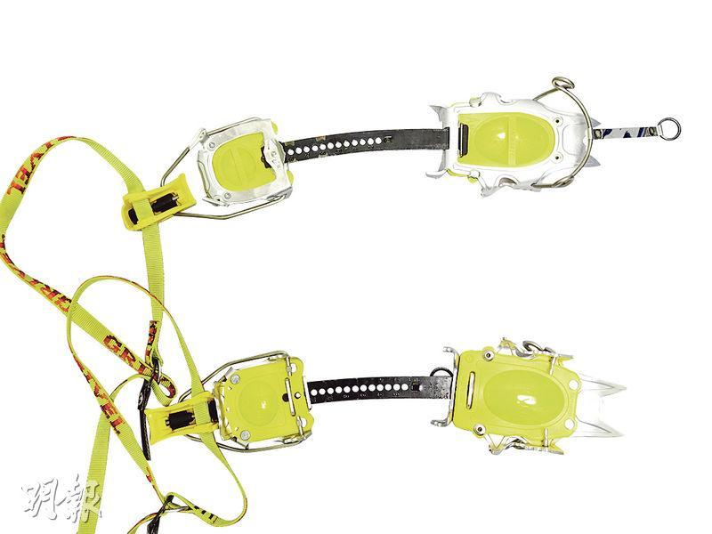 冰爪——助抓緊濕滑的冰面及雪地,事前要穿上全套裝備練習穿戴(圖:受訪者提供)