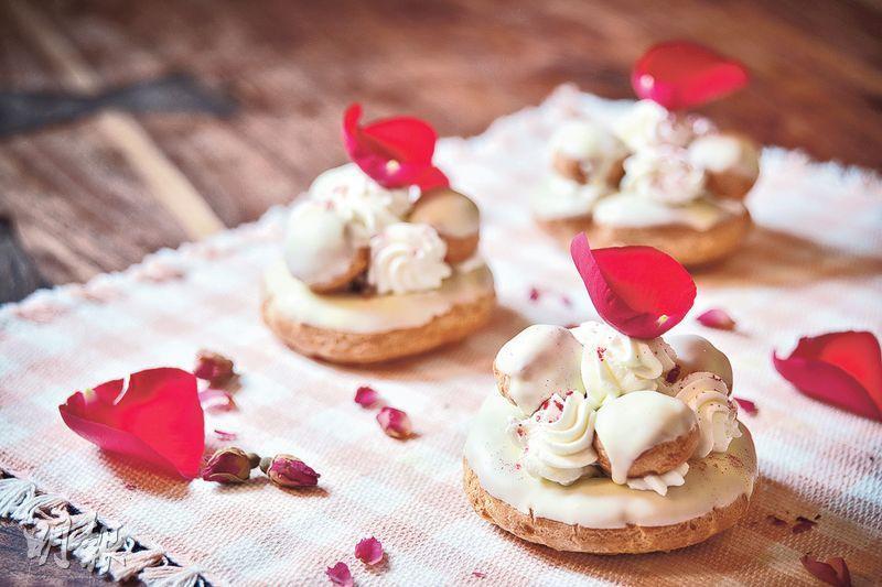 浪漫甜蜜——給女朋友送上親手做的白朱古力玫瑰泡芙,甜美中散發玫瑰花香,有誠意又夠浪漫。(圖:黃志東)