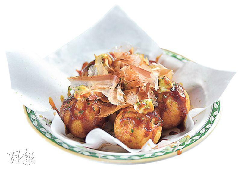 章魚燒——以椰菜、章魚等材料做成小丸子,配上蛋黃醬、海苔、鰹魚碎等調味,配搭傳統,但做得鬆軟不糊口。($28,A)(圖:黃志東)