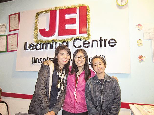 家長黃太(左一)和孔太(右一)都希望小朋友能夠開心主動學習。