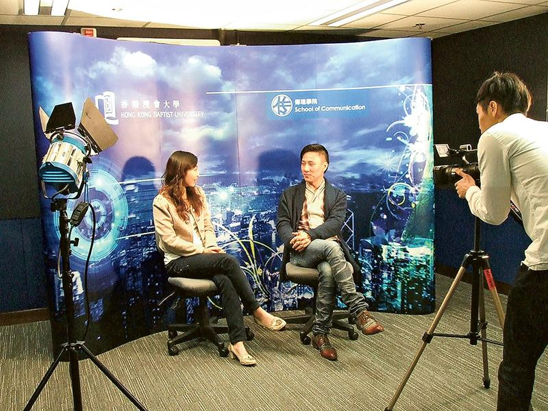 香港浸會大學傳理學院已開辦了多年的 4 個碩士課程, 包括「傳理學文學碩 士」、「國際新聞文學碩士」、「傳媒管理社會科學碩士」和「影視與新媒體製片管理文學碩士」課程,已加入了新媒體技術、社交平台等相關的課程內容,讓學員具備更貼近時代的專業知識,並能掌握新媒體的應用技能。