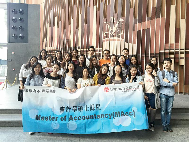學員有機會參觀本地的金融和政府機構,如香港金融管理局、香港交易及結算所及立法會等。