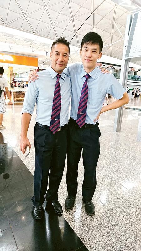 Keith (右) 實習時曾在機場工作,從同事身上學習不少寶貴知識和經驗。