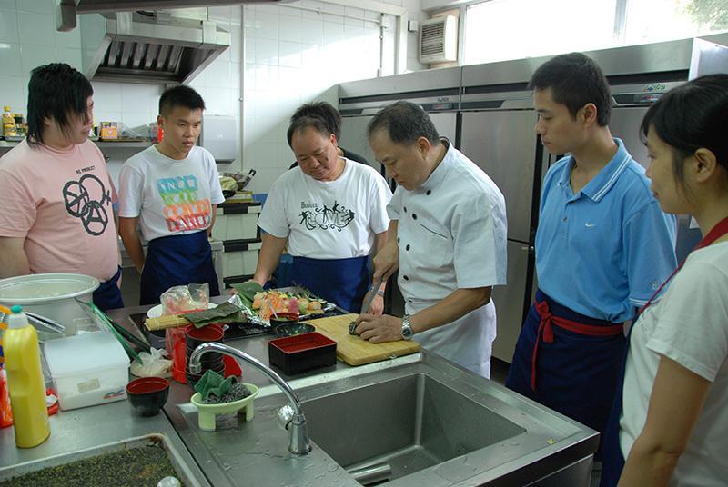 學員完成「日本料理初級廚師基礎證書」課程後,可投身不同日本餐廳的初級廚師職位。