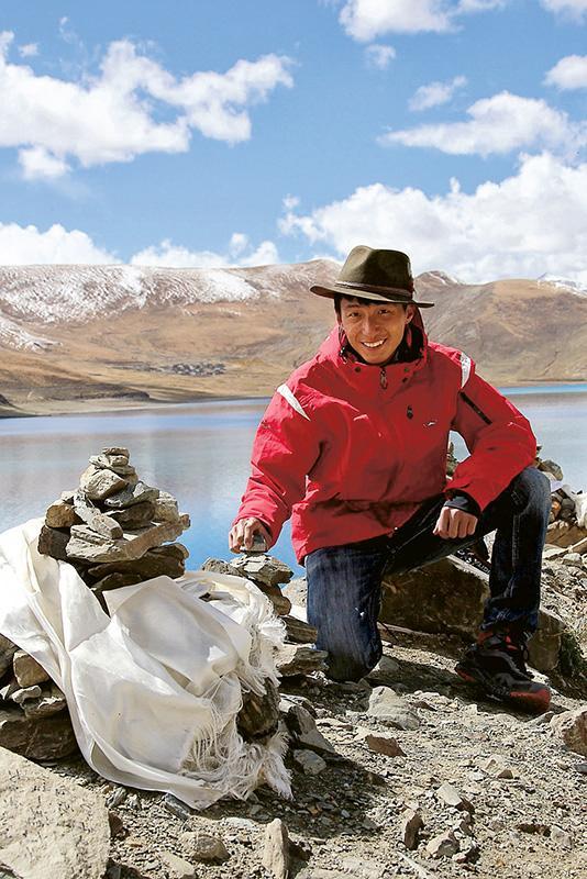 2015年大學畢業後,Chris展開了為期70天的旅程,花了31日由成都踏單車前往西藏,然後再到不同城市觀光。