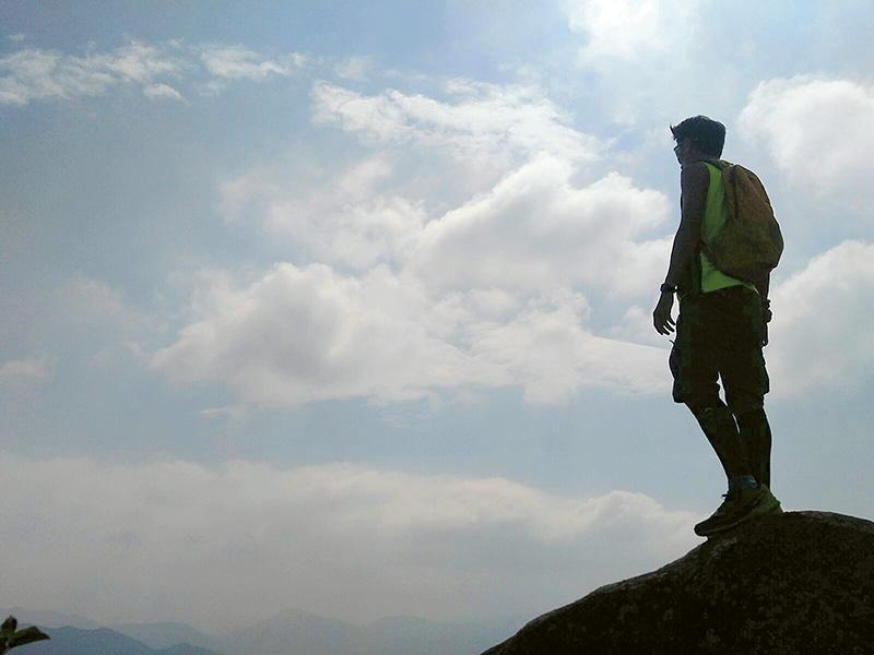 工作與行山一樣,由起點望向終點,往往都存在連綿不斷山石,甚至不同荊棘,但只要堅持不懈,目標必定可達到。