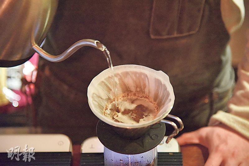 Panama Elida Geisha咖啡——由Vincent親自烘焙的單品咖啡豆。用V60繞圈冲煮,其間花香綻放,好不吸引。咖啡喝來充滿蓮花香、黑莓及酒香,輕柔不失活潑。($108,A)(圖:黃志東)