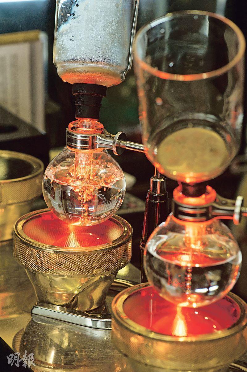 虹吸式咖啡——因成本及打理困難,香港精品咖啡店很少專注做虹吸式咖啡,Accro Coffee是罕見例子。(圖:鄧宗弘)