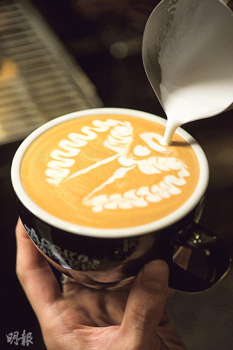 Latte——店內的有奶咖啡多由另一位咖啡師謝冠杰(Keith)負責,靈魂奶泡打得輕盈,拉花圖案清晰悅目。($35,B)(圖:鄧宗弘)