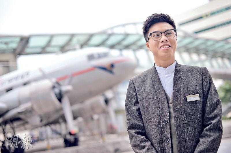 地勤服務員林偉賢(圖)挺身保護女護士,免受情緒失控的新加坡旅客襲擊,得到院方和同事的稱讚。(蘇智鑫攝)