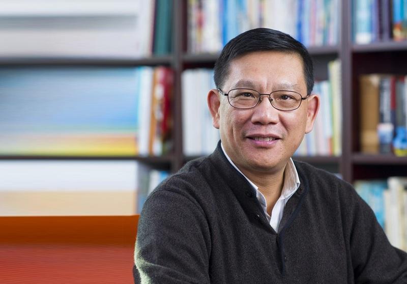 香港大學社會工作及社會行政學系教授、認知治療學會主席黃富強