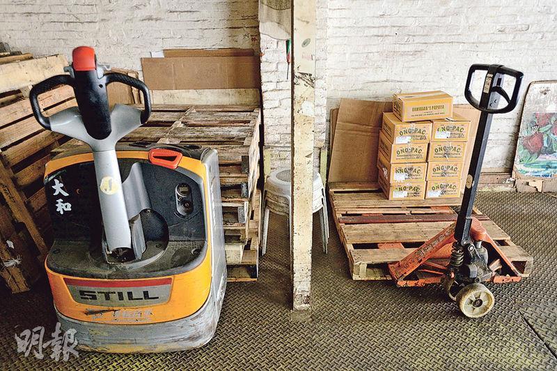 電唧車——現時果欄多用電唧車搬貨,即使是五六十歲的員工,也能輕鬆使用。(圖:楊栢賢)