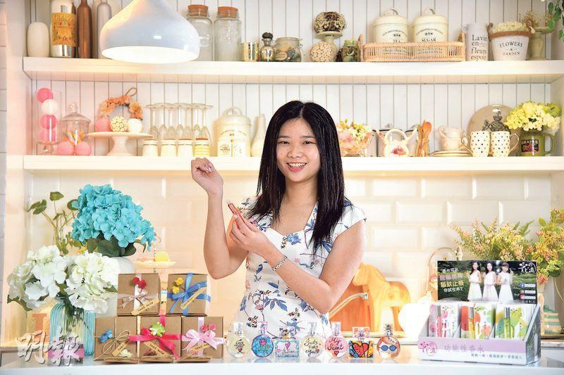 百利高健康及美容產品有限公司業務發展經理翁靜表示,香水「醒神筆」由市場調查、調製配方、網頁設計到包裝設計都是她一手包辦,所以用了不到20萬元,就可以推出市場。