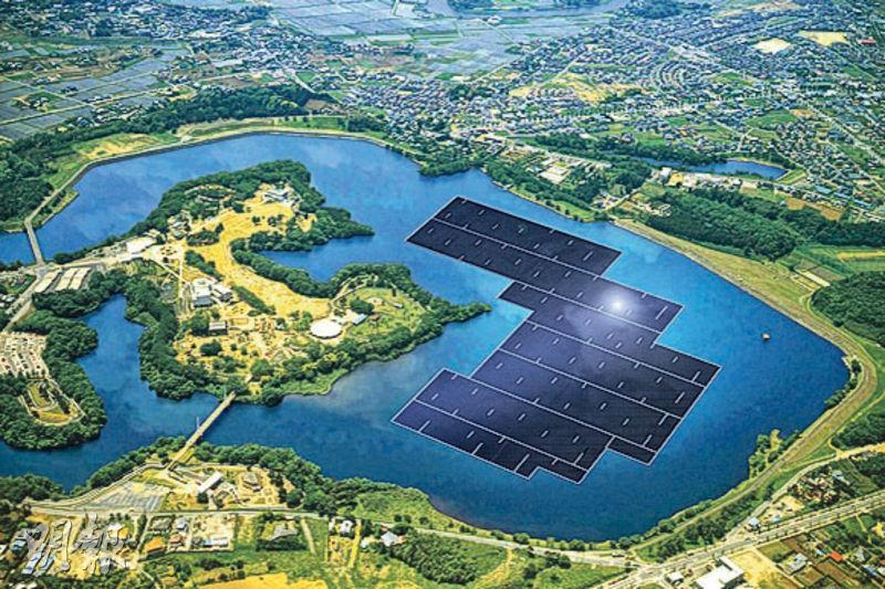 日本千葉縣的水庫正動工興建全球最大規模的浮動太陽能發電系統,總面積約19公頃,發電容量13.7兆瓦,料明年竣工,每年產電量可供5000個家庭使用。(網上模擬圖片)
