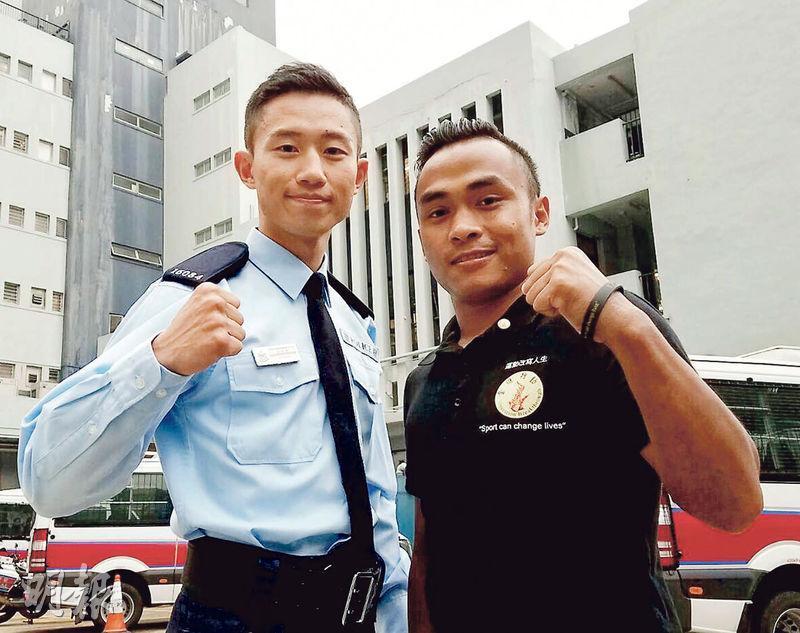 警察學院體能教官吳家豪(左)與Sures Gurung(右)同是「奮進行動」學員,現時二人除繼續義務協助計劃教授拳擊,亦一起參加職業賽,以自身經歷勉勵學員不放棄。(利君雅攝)