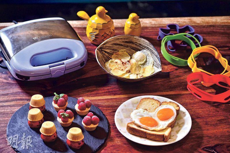 派對小食——利用現時最hit的小廚具製作迷你鮮果撻、薯片及心形煎蛋多士,簡單又方便,最重要是一班朋友可以一同參與!(圖:馮凱鍵)