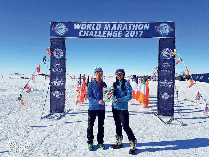 視障跑手Gary(左)與領跑員Jennifer(右)1月時以18小時34分54秒,在氣溫只有零下10℃的南極完成100公里超馬賽事。