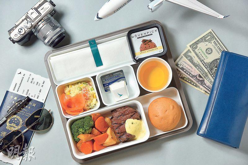 飛機餐——飛機餐看似簡單,其實內裏工夫多多。航空公司到底如何決定飛機餐的煮法、擺盤味道及款式呢?(圖:黃志東)