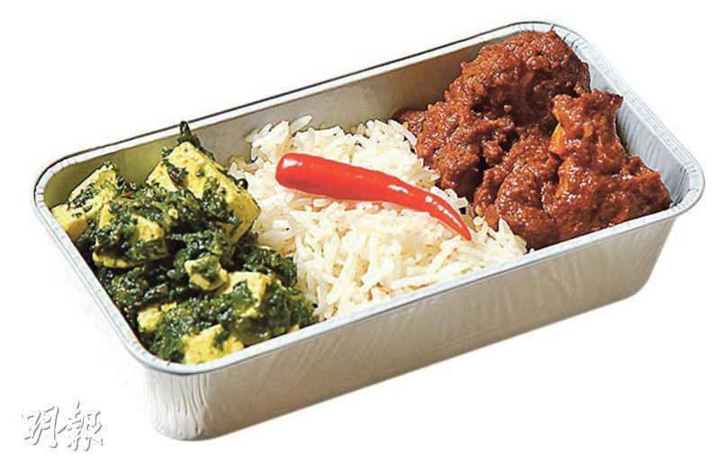 印度式咖喱羊,菠菜芝士,香飯——經濟艙其中一款最受歡迎的飛機餐,咖喱汁香濃而濕潤,特別適合在機上享用。(圖:黃志東)