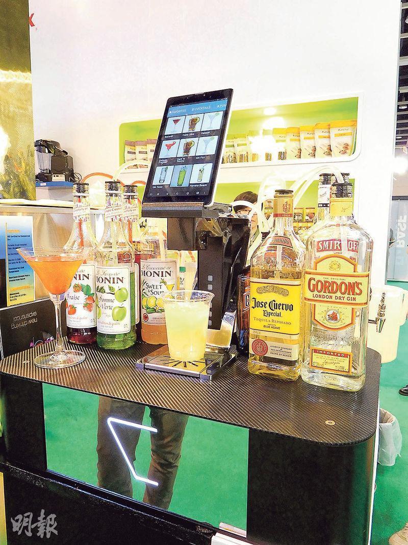 客戶只需在一部Android平板電腦安裝專屬App,就可以透過Wi-Fi或藍牙,無線控制Cocktails Machine。