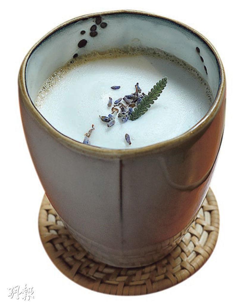 薰衣草奶茶——即叫即煮,淡淡薰衣草香,奶茶也順滑,English Breakfast和錫蘭紅茶混合出來的茶底非常濃厚。($68,c)(圖:郭慶輝)