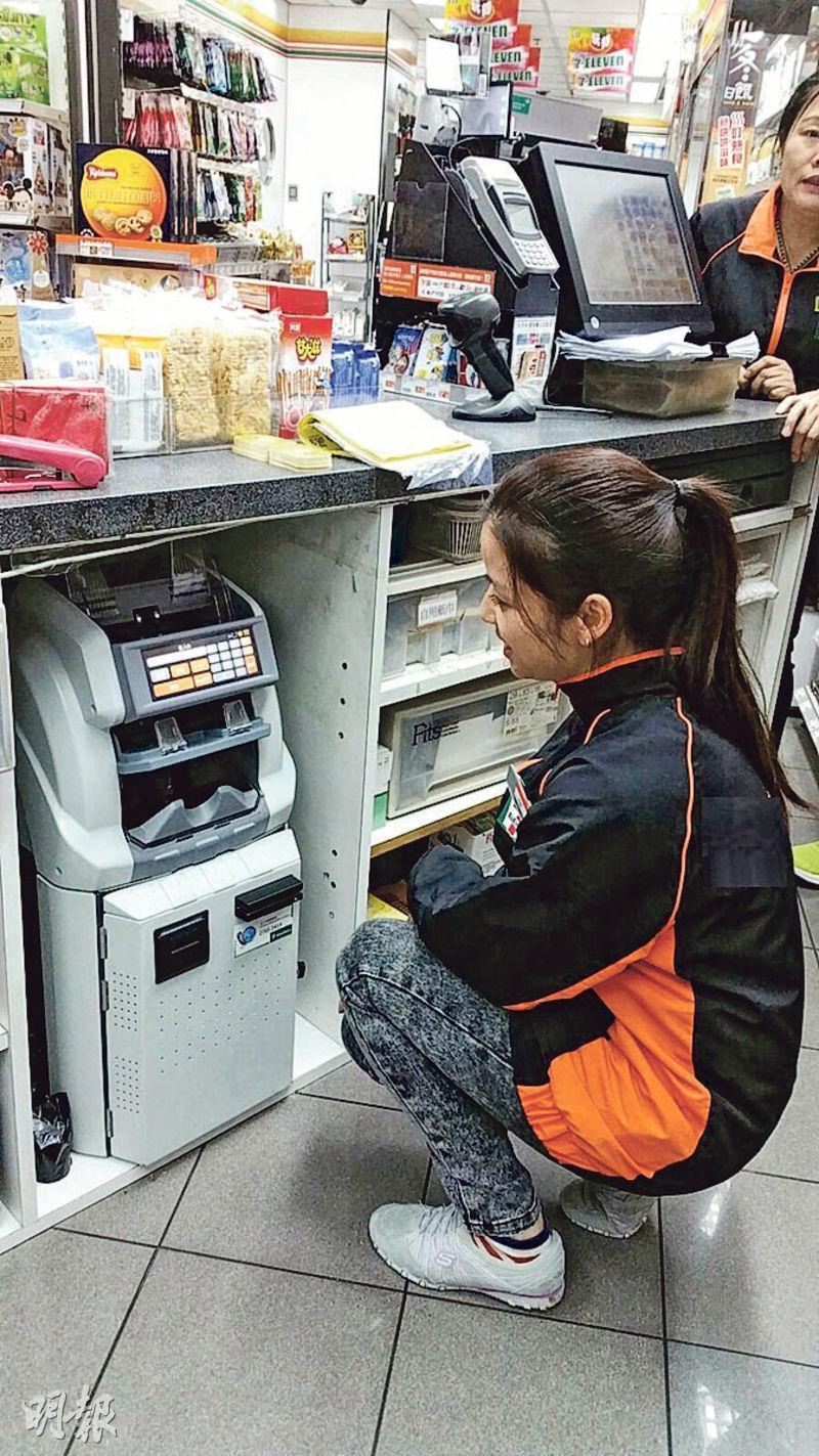 香港的7-Eleven乃24小時營運,以往點算和交接現金消耗很多時間。該公司已小規模使用智能夾萬1年半,今年第3季將會開始全面安裝1000部。
