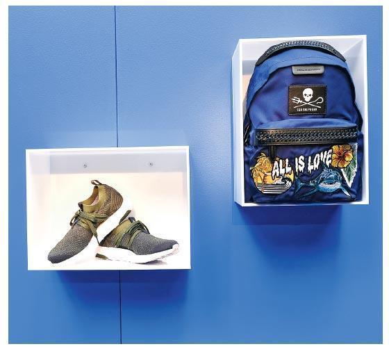 海洋廢棄物製造﹕Adidas by Stella McCartney Parley Ultra BOOST X運動鞋,以及「Ocean Legend」Falabella Go背囊,用上海洋塑膠碎片製造,暗示海洋污染的嚴重性。(相片由品牌提供)