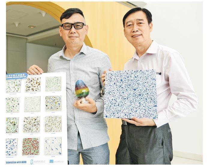 香港玻璃資源董事朱炳光(右)表示,該公司獲NAMI授權及轉移技術,將於9月開始投產「抗菌再生玻璃磚」。旁為總經理馮華洪。(黃志東攝)