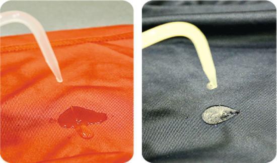 測試吸濕效能——在布料內層滴水,模擬流汗後衣物吸濕效能,若水分能快速吸收便較理想。(圖:李佩雯)