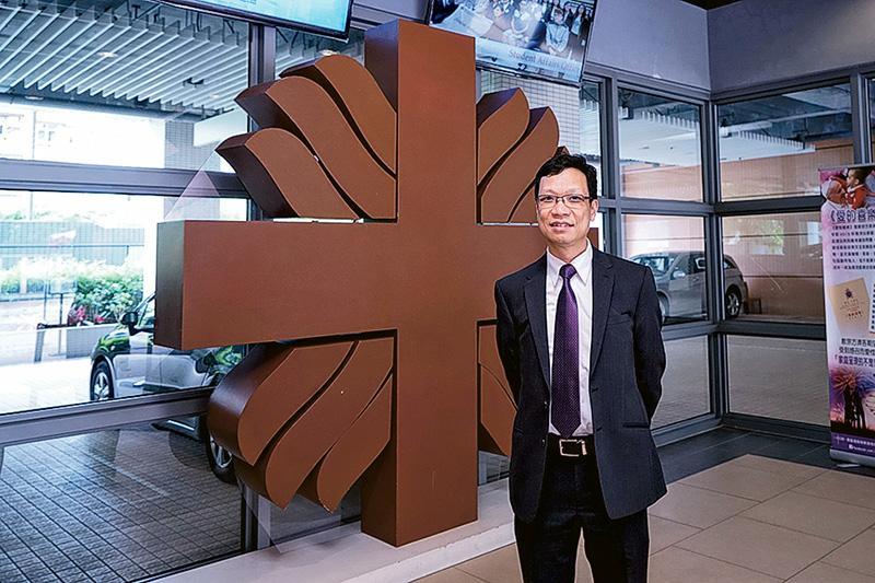 明愛專上學院電子計算及信息科學院院長潘忠強教授