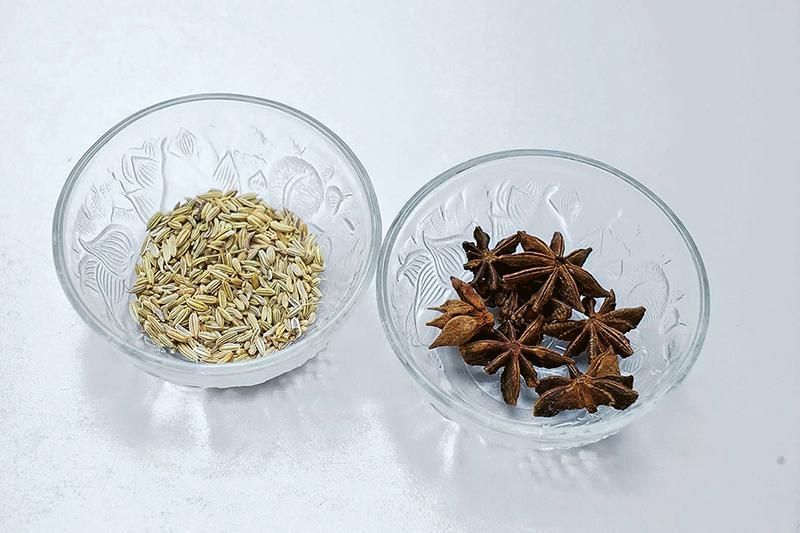 小茴香(左)、大茴香(右)