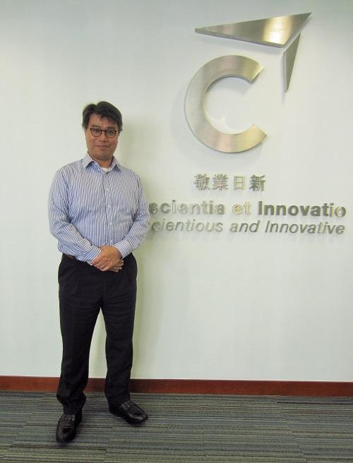香港專業進修學校毅進文憑課程主任謝若瑟 (Joseph)