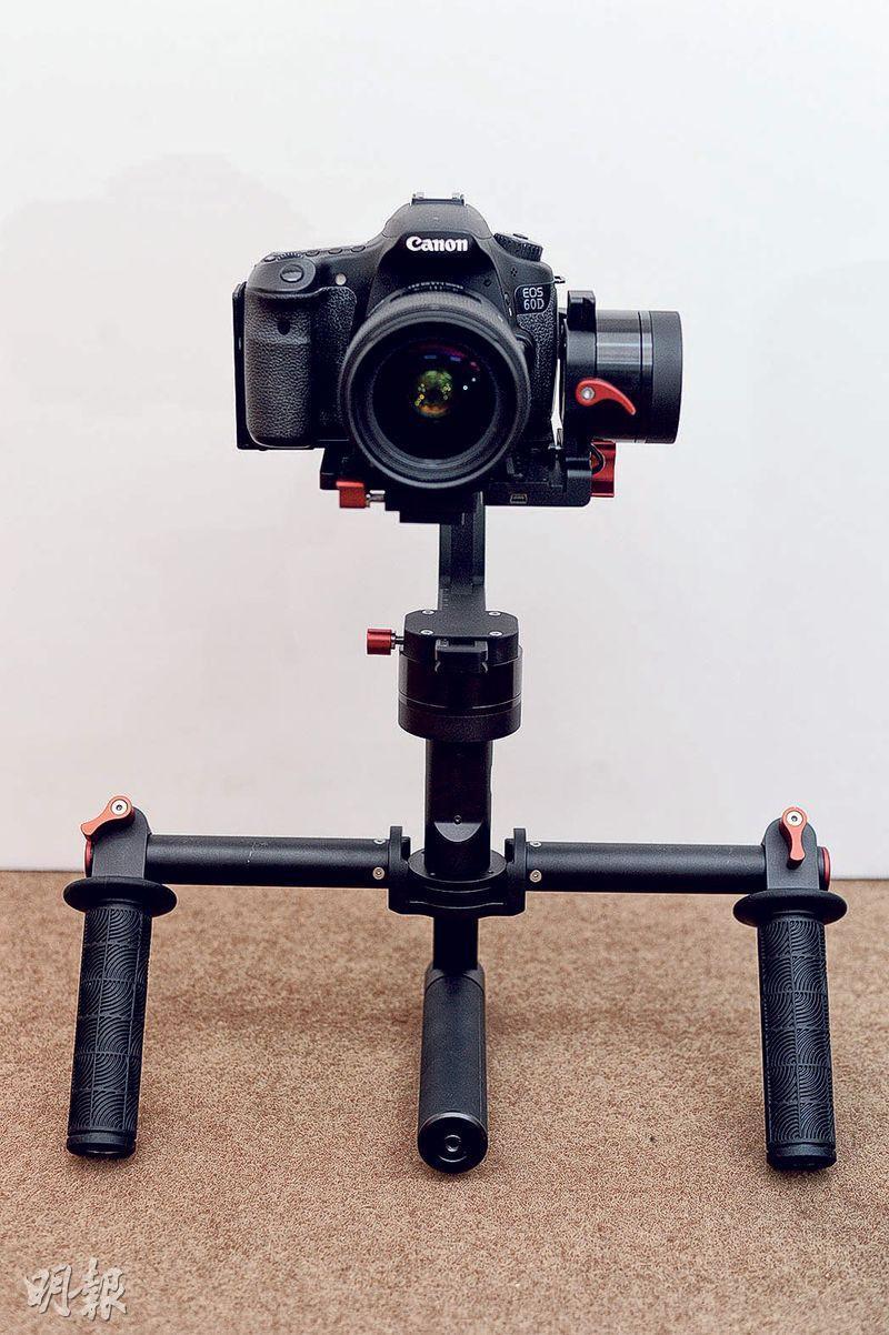 SwiftCam KD2600專為專業攝影師而設,承重最多3.5kg,可配合市面大部分專業相機及攝錄機使用,更可隨意調節雲台的馬達力度和速度,售價約5999元。