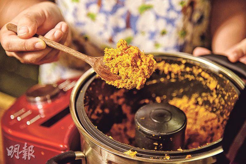 醬料保鮮——冷藏後的醬料會變成固體,每次只需取適量醬料加以烹調就能輕鬆煮出美味喇沙。(圖:黃志東)
